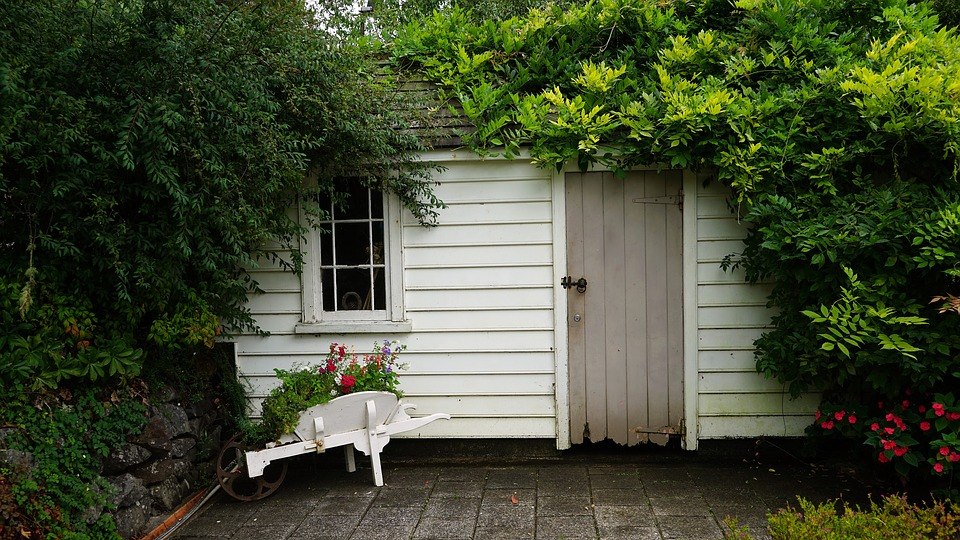 Guide du bricoleur : comment bien choisir son abri de jardin ?