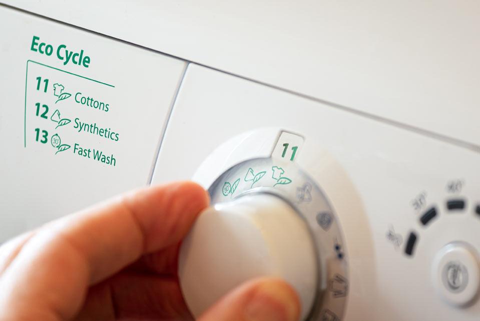 Comment nettoyer vos vêtements plus écologiquement ?